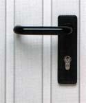 Подъемно-поворотные гаражные ворота Berry фирмы HORMANN. Вариант ручки.